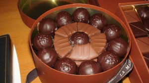 La Maison du Chocolat\'s Coffret Habanera (dark chocolate and vine peach/milk chocolate and mirabelle plum)