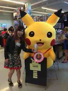 Akemi's photo op with Pikachu.